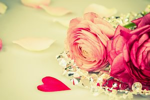 Pink red roses with heart