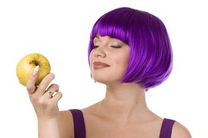 woman in wig with yellow apple