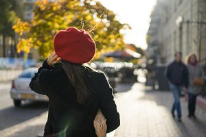 brunette in a red beret