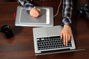 Retoucher works on laptop