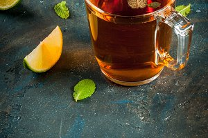 Black tea with lemon and mint