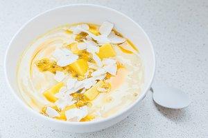 Mango smoothies bowl