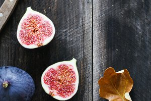 Fresh purple figs and table knife