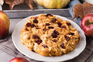 Apple pie with dried cranberries
