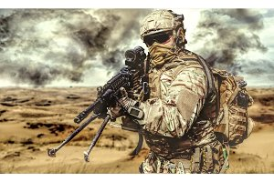 Machine gunner in the desert