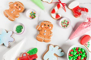 Decorating gingerbreads