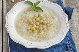 Hot chickpea soup