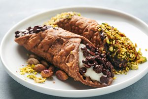 Cannoli with ricotta