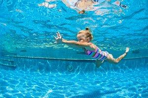 Children swimming lesson