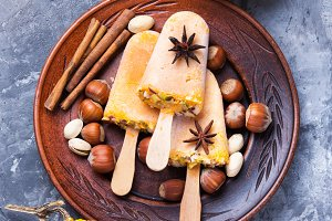 ice cream with pumpkin and nuts