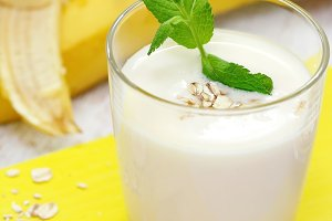Banana milk shake with oat