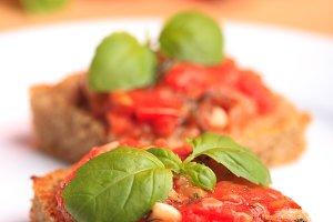 Crostini with tomato