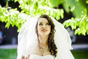 The sweet bride poses in the park