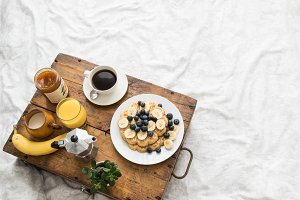 Cozy winter breakfast in bed I