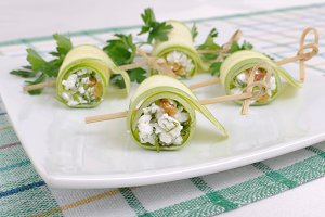 Rolls of zucchini with ricotta