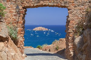 Sea view from the fortress arch