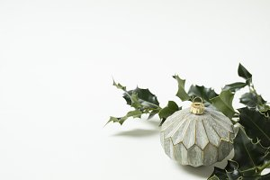 Green XMas | Holly & Ornament