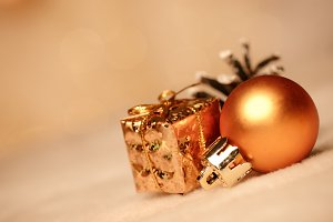 gold christmas bokeh