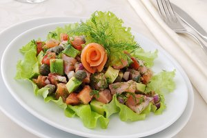 avocado salad with salmon