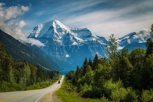 Yellowhead Highway in Mt. Robson Provincial Park, Canada