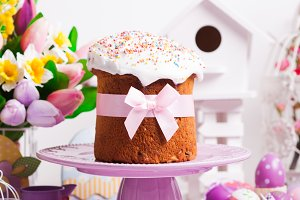 Easter cake and decor