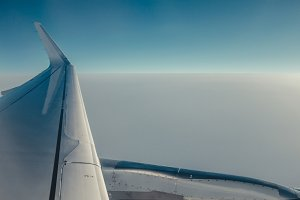 Airplain wing view thrue porthole