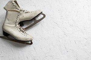 Women's ice skates flatlay V