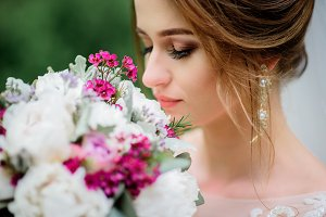 Bride holds beautiful bouquet