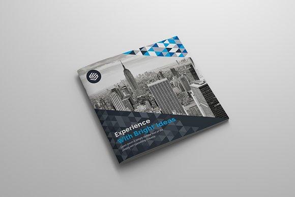 Square Bi-Fold Brochure-Graphicriver中文最全的素材分享平台