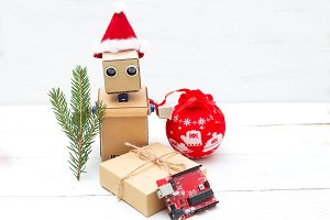 Robot with hands in a christmas hat