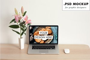 Macbook pro mockup & flower vase