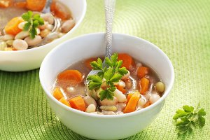 Vegetable soup with bean and carrots