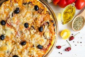 Vegetarian Italian pizza with tuna