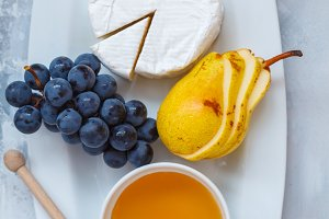Snacks with cheese brie