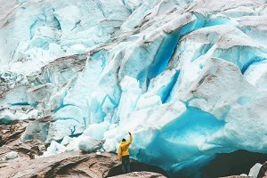 Traveler Man enjoying Nigardsbreen