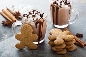 Gingerbread men cookies and hot chocolate
