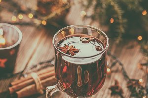 Hot Christmas mulled wine