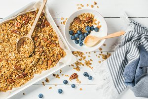 Oat granola with pecan nuts