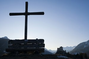 Wooden cross before Tarasp castle