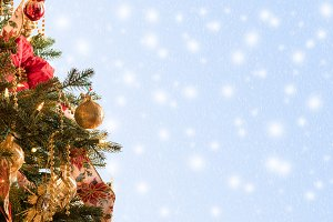 Decorated christmas tree in hero header format