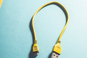 USB cable painted yellow