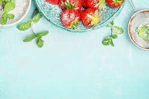 Strawberries with mint and sugar