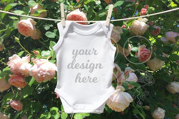 Baby onesie mockup / photo
