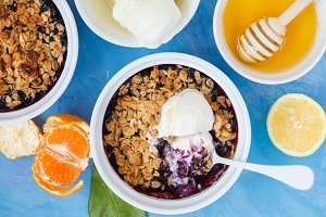 Berry crumble dessert