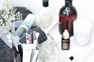 BEAUTY FLATLAY with whites & flowers