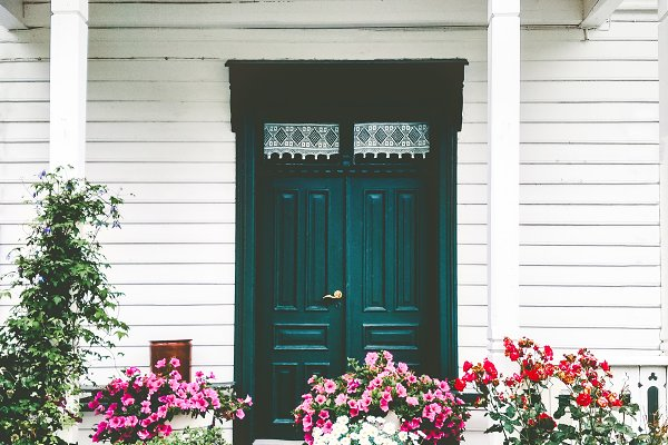 White wooden country house entrance…