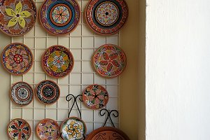 Polychrome ceramic dishes