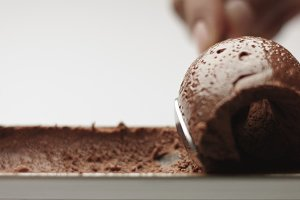 Serving chocolate mousse