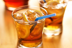 iced sweet tea with straws