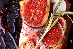 sandwich with bacon figs with mozzarella and spicy with rosemary